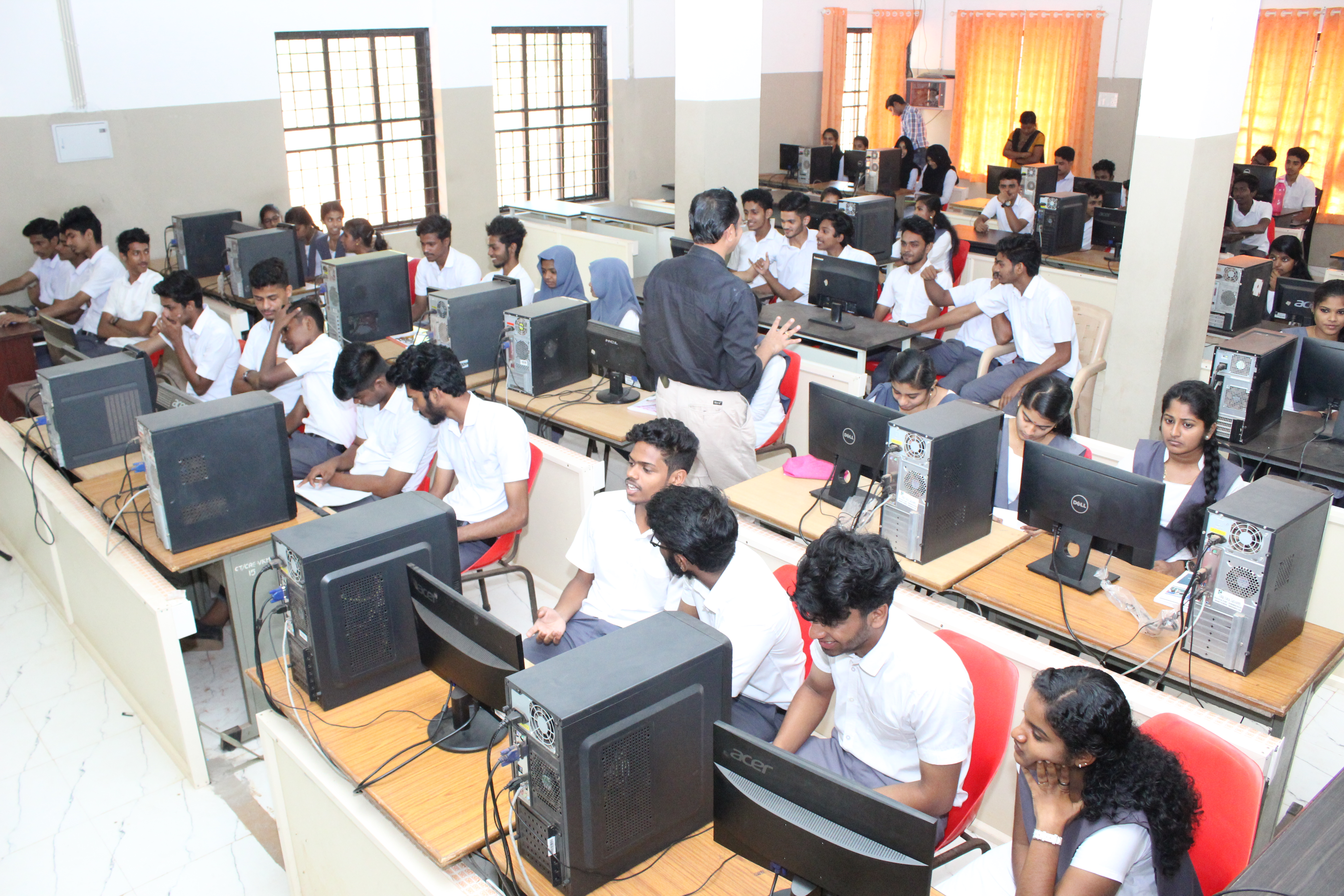 Computer Lab | College of Applied Science (IHRD), Vattamkulam